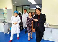 河南省医学会牙体牙髓专委会主任委员刘学军教授一行来我院参观交流