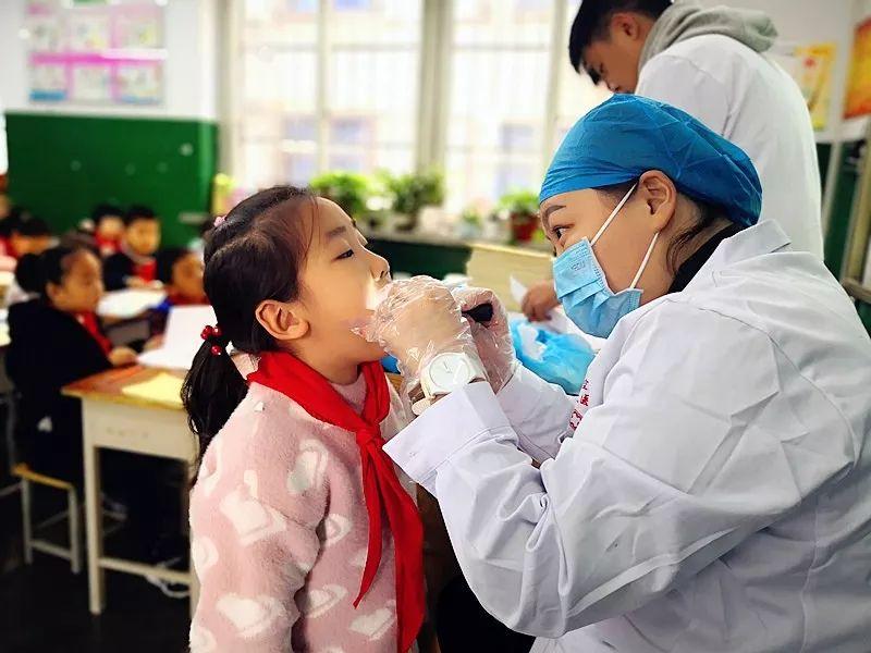 关爱儿童健康从牙齿开始---2019年度我院适龄儿童免费窝沟封闭活动进行中...