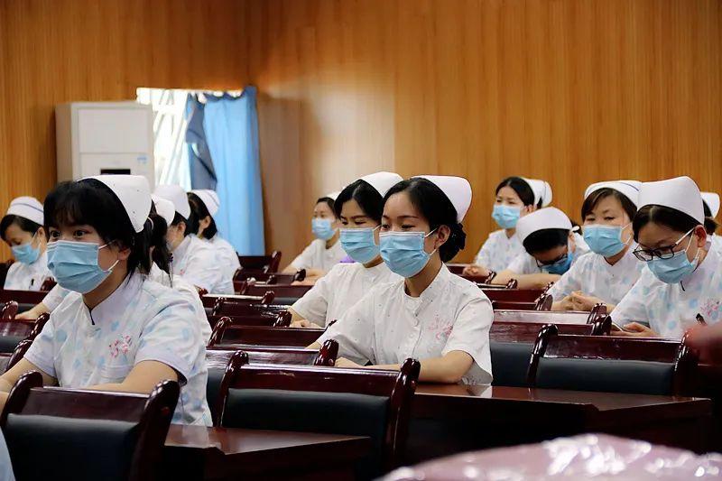 """我院召开2020年""""5·12国际护士节""""表彰会"""